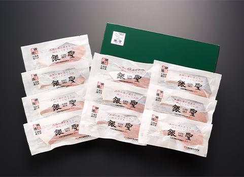 漁吉丸の「銀聖」塩鮭切身 10切(北海道 日高産・個別包装)