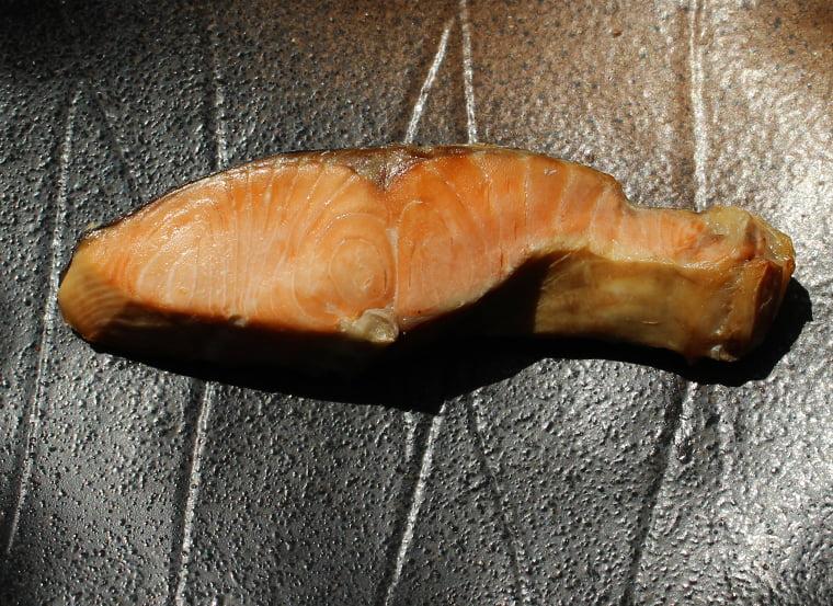 山漬け鮭の焼き上がりは繊維がくっきり